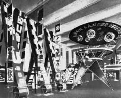 Оформление-вводного-зала-советского-павильона-на-международной-выставке-«Пресса»-в-Кёльне.-1928-300x244